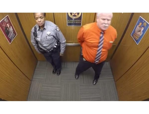 Смотрите видео. Камера поймала эту парочку на горячем, когда они остались вдвоём в лифте.