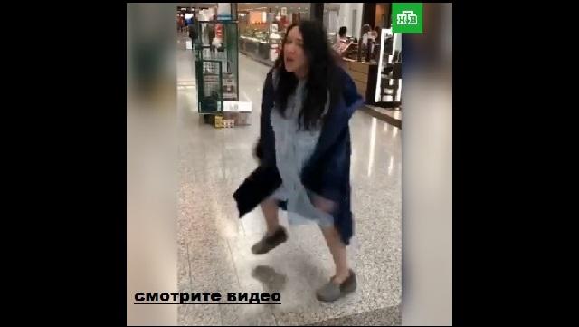 Лолита в аэропорту перебрала лишнего или...