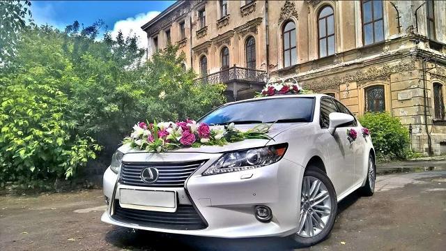 Как украсить свадебный автомобиль.